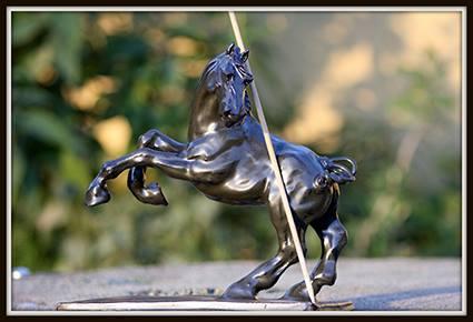 Otello (sculpture), grès émaillé noir.